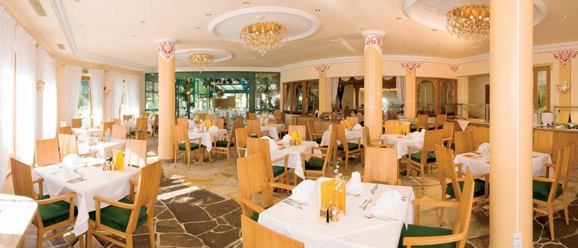 Sporthotel Strass, Mayrhofen, Austria - dining room interior.jpg